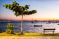 Praia de Santo Antonio de Lisboa ao anoitecer. Florianópolis, Santa Catarina, Brasil. / Santo Antonio de Lisboa Beach at dusk. Florianopolis, Santa Catarina, Brazil.
