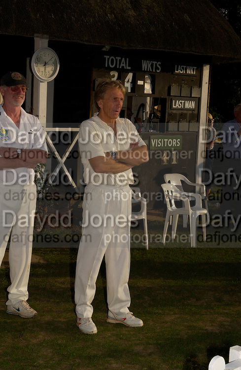 The Duke of Richmond and Gordon's X1 V The Earl of March and Kinrara's X1. Cricket match before the Goodwood Revival meeting, 2 September 2004. SUPPLIED FOR ONE-TIME USE ONLY-DO NOT ARCHIVE. © Copyright Photograph by Dafydd Jones 66 Stockwell Park Rd. London SW9 0DA Tel 020 7733 0108 www.dafjones.com