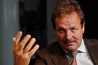 16 NOV 2006, BERLIN/GERMANY:<br /> Frank Bsirske, Vorsitzender der Gewerkschaft ver.di, Vereinte Dienstleistungsgewerkschaft, waehrend einem Interview, in seinem Buero, Ver.di Bundesverwaltung<br /> IMAGE: 20061116-01-031