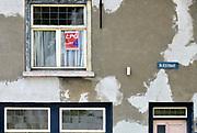 Nederland, the Netherlands, Grave, 20-4-2014Vierkiezingsaffiche van de lokale partij LPG, op een huis in de OLIEstraat, voor de gemeenteraadsverkiezingen .  In dit stadje doen ook lokale partijen mee.Foto: Flip Franssen