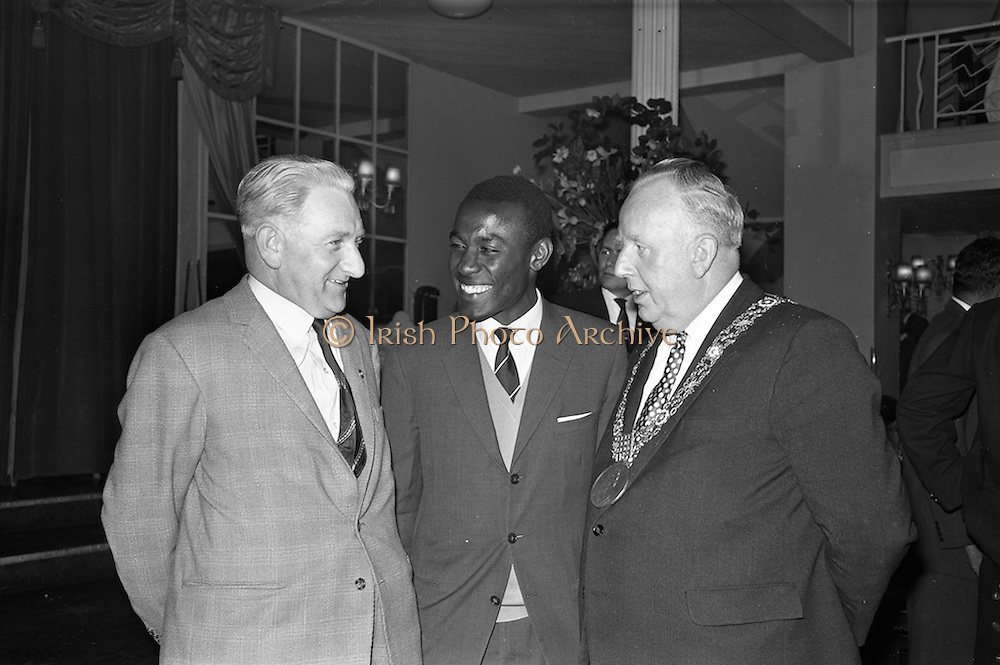 13/06/1963<br /> 06/13/1963<br /> 13 June 1963<br /> Coras Trachtala Reception for  the West Indian Cricket team at the Gresham Hotel Dublin.  Pictured are (l-r) Mr. C.J. Harwood (a friend of the Lord Mayor); Mr. Conrad Hunte, Vice Captain of the West Indian Cricket Team and Lord Mayor of Dublin, Alderman J.J. O'Keeffe.