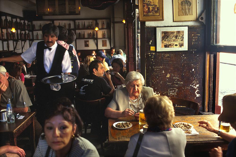 ARGENTINA / Buenos Aires /.Dorrego Bar. Mythical cafe at San Telmo district...© JOAN COSTA/ANZENBERGER