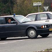 NLD/Mijdrecht/19921204 - Arrestatie bankovervallers na schietpartij motel Vinkeveen met gevolg een dode politieman, arrestatieteam vertrekt