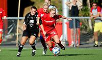 Fotball , 9. september 2006, Toppserien Eliteserien , Røa Idrettsplass . Røa - Arna-Bjørnar , Randi Skår tar ta o shortsen til Røas Linda Stadsøy Foto: Kasper Wikestad