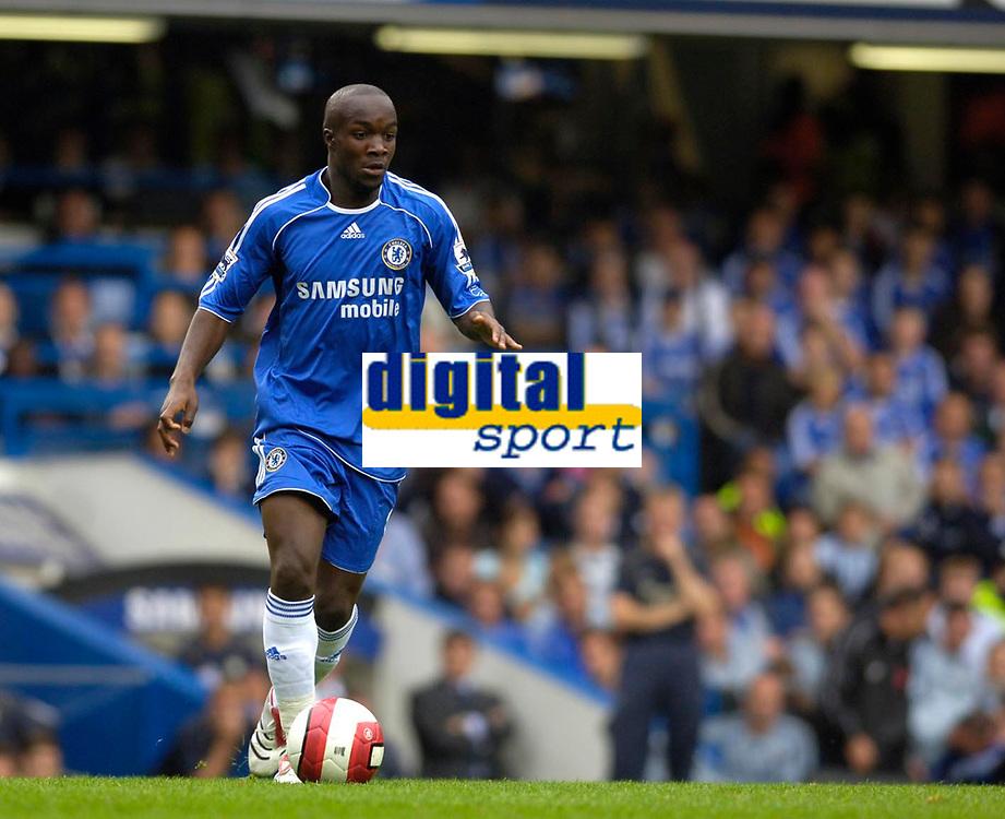 Photo: Daniel Hambury.<br />Chelsea v Manchester City. The Barclays Premiership. 20/08/2006.<br />Chelsea's Lassana Diarra.