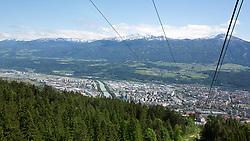 THEMENBILD - durch die Region in und um Innsbruck führen zahlreiche Wanderwege und -routen für alle Zielgruppen. Vom Familienwanderweg bis zu hochalpinen Touren ist für alle Naturbegeisterten etwas dabei. Im Bild Blick auf Innsbruck von der Seegrubenbahn // The region in and around Innsbruck lead numerous hiking trails and routes for all target groups. From the family hiking trail to high alpine tours, there is something for all nature enthusiasts. Innsbruck, Austria on2017/05/21. EXPA Pictures © 2017, PhotoCredit: EXPA/ Jakob Gruber
