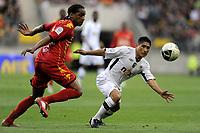 FOOTBALL - FRENCH CHAMPIONSHIP 2010/2011 - L2 - LEMANS FC v SCO ANGERS - 1/04/2011 - PHOTO JEAN MARIE HERVIO / DPPI - DIEGO GOMEZ (SCOA) / FREDERIC THOMAS (LMFC)