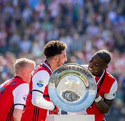 14-05-2017 NED: Kampioenswedstrijd Feyenoord - Heracles Almelo, Rotterdam<br /> In een uitverkochte Kuip pakt Feyenoord met een 3-1 overwinning het landskampioenschap / /De schaal, Eljero Elia #11, Bilal Basacıkoglu #14