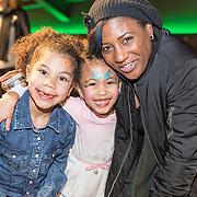 NLD/Amsterdam/20161126 - Studio 100 Winterfestival, Edsilia Rombley en dochters