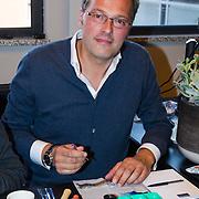 NLD/Amsterdam/20131003 -  Dad's moment , Jeroen Latijnhouwers zet horloge in elkaar