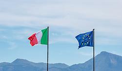 THEMENBILD - die Flaggen von Italien und der Europäischen Union, aufgenommen am 24. Juni 2018 in Viareggio, Italien // the flags of Italy and the European Union, Viareggio, Italy on 2018/06/24. EXPA Pictures © 2018, PhotoCredit: EXPA/ JFK