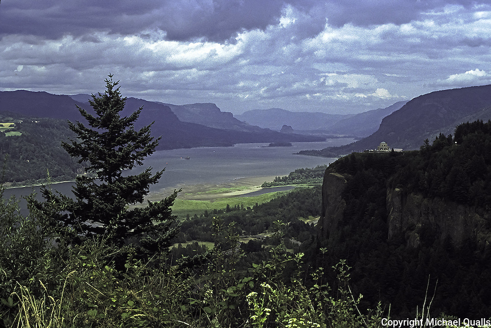 Columbia River, Crown Point and Vista House from overlook