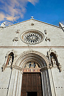 The Gothic facade of the church of St. Benedict, before the 2106 earthquake, Piazza San Benedetto, Norcia, Umbria, Italy .<br /> <br /> Visit our ITALY HISTORIC PLACES PHOTO COLLECTION for more   photos of Italy to download or buy as prints https://funkystock.photoshelter.com/gallery-collection/2b-Pictures-Images-of-Italy-Photos-of-Italian-Historic-Landmark-Sites/C0000qxA2zGFjd_k<br /> .<br /> <br /> Visit our MEDIEVAL PHOTO COLLECTIONS for more   photos  to download or buy as prints https://funkystock.photoshelter.com/gallery-collection/Medieval-Middle-Ages-Historic-Places-Arcaeological-Sites-Pictures-Images-of/C0000B5ZA54_WD0s