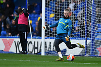 Football - 2019 / 2020 Premier League - Chelsea vs. Everton<br /> <br /> Everton's Jordan Pickford during the pre-match warm-up, at Stamford Bridge.<br /> <br /> COLORSPORT/ASHLEY WESTERN