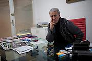 En Tunisie la peur s'installe. Omar Shabou, fondateur du journal Tunisien Le Maghreb. il figure sur une liste noire des personnes a assasiner, publie sur des pages facebook salafistes. Lui-meme y figure en 3e position. Tunis, 10-02-2013