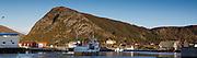 Båt ved innløp Fosnavåg havn