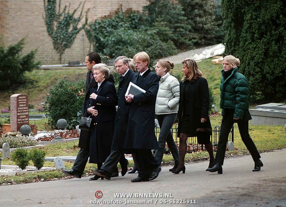 Begrafenis vader Jaap de Hoop Scheffer, moeder, broer, dochter Caroline en vrouw Jeanine
