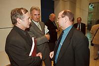 16 MAY 2001, BERLIN/GERMANY:<br /> Max Stadler (L), MdB, FDP, und  Dr. Eckart Suenner (R), BASF, nach einem Gespraech zwischen Vertretern der Wirtschaft und Abgeordneten des Deutschen Bundestages zur Entschaedigung von Zwangsarbeitern, Deutscher Bundestag<br /> IMAGE: 20010516-02/01-36<br /> KEYWORDS: Eckart Sünner, Gespäch, Entschädigung, Stiftungsinitiative der deutschen Wirtschaft