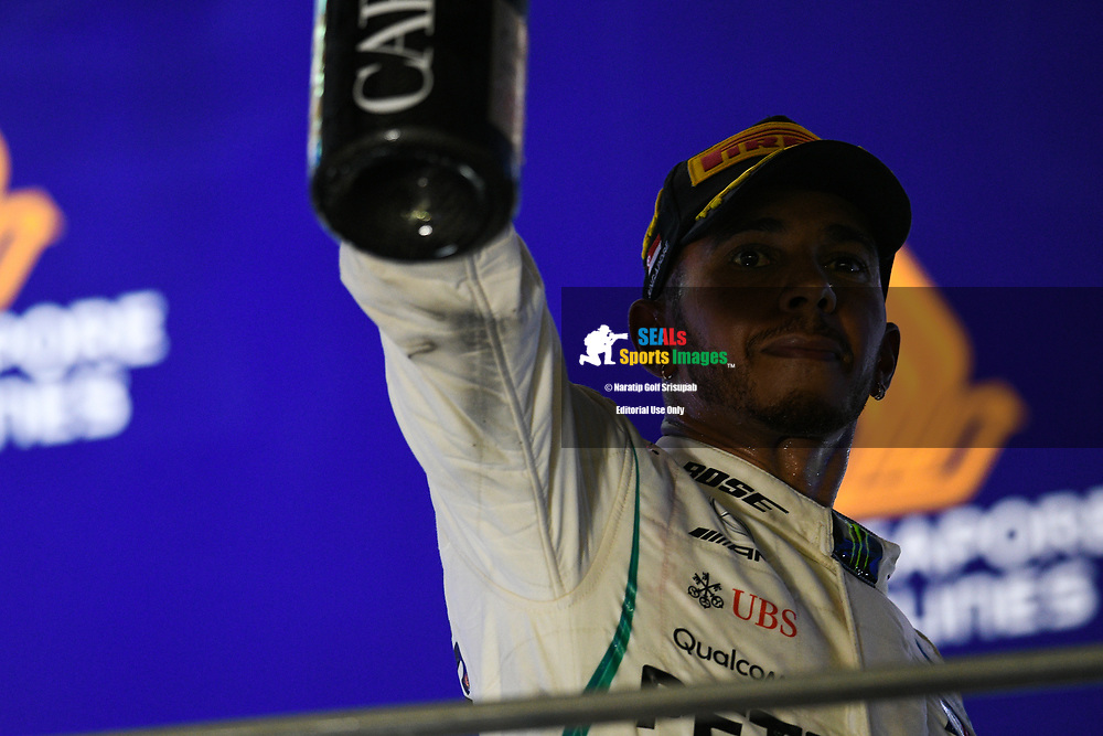 SINGAPORE - SEPTEMBER 16: Lewis Hamilton (44) of Mercedes AMG Petronas Motorsport celebrating on the podium during the trophy presentation at the F1 Singapore Grand Prix 2018, Marina Bay Street Circuit, Singapore on September 16, 2018. <br /> .<br /> .<br /> .<br /> (Photo by: Naratip Golf Srisupab/SEALs Sports Images)<br /> .<br /> Any image use must include a mandatory credit line adjacent to the content which should read: Naratip Golf Srisupab/SEALs Sports Images