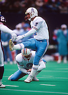 CINCINNATI OH-DECEMBER 1991:  Place kicker Al Del Greco of the Houston Oilers is pictured in action during an NFL game.  Del Greco played in the NFL from 1984-2000.  (Photo by Ron Vesely)