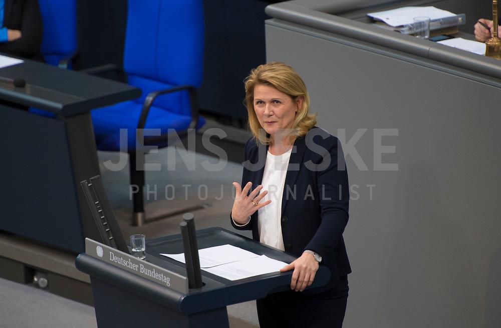 DEU, Deutschland, Germany, Berlin, 31.01.2019: Sabine Poschmann (SPD) bei einer Rede während einer Plenarsitzung im Deutschen Bundestag.