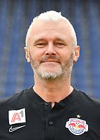 Download von www.picturedesk.com am 16.08.2019 (13:56). <br /> ABD0149_20190717 - SALZBURG - ÖSTERREICH: Zeugwart Thomas Strasser beim Mannschafts-Fototermin mit dem tipico Bundesliga Fussball Verein FC Red Bull Salzburg am Mittwoch, 17. Juli 2019, in Salzburg. - FOTO: APA/BARBARA GINDL  _ - 20190717_PD2532