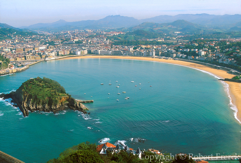 SPAIN, NORTH, BASQUE San Sebastian, Bahia de Concha
