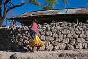 Una niña rarámuri en Norogachi, México, el 11 de abril de 2009.