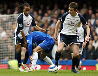 Photo: Chris Ratcliffe.<br />Chelsea v Tottenham Hotspur. The Barclays Premiership. 11/03/2006.<br />Edgar Davids (L) of Spurs holds Paulo Ferreira of Chelsea while Michael Carrick (R) steals the ball.