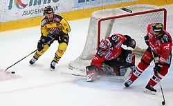 05.01.2018, Albert Schultz Halle, Wien, AUT, EBEL, Vienna Capitals vs HC Orli Znojmo, 37. Runde, im Bild Rafael Rotter (UPC Vienna Capitals), Tomas Halasz (HC Orli Znojmo) und Tomas Plihal (HC Orli Znojmo) // during the Erste Bank Icehockey League 37th Round match between Vienna Capitals and HC Orli Znojmo at the Albert Schultz Ice Arena, Vienna, Austria on 2018/01/05. EXPA Pictures © 2018, PhotoCredit: EXPA/ Thomas Haumer