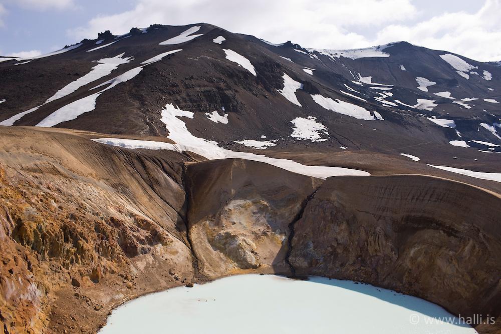 The geothermal lake, Viti in the highlands of Iceland - Jarðhitasvæði, Víti við Öskjuvatn