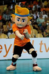 08-07-2010 VOLLEYBAL: WLV NEDERLAND - ZUID KOREA: EINDHOVEN<br /> Nederland verslaat Zuid Korea met 3-0 / Mascotte Nederland volleybal item<br /> ©2010-WWW.FOTOHOOGENDOORN.NL