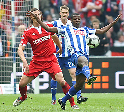 08.05.2010, Olympiastadion Berlin, GER, 1.FBL, Hertha BSC Berlin vs FC Bayern München im Bild Adrian Ramos (Hertha BSC Berlin #09)  und Daniel van Buyten (FC Bayern München #5)   EXPA Pictures © 2010, PhotoCredit: EXPA/ nph/  Hammes / SPORTIDA PHOTO AGENCY