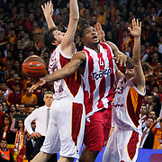 Olympiacos's Kyle Hines (C) during their Turkish Airlines Euroleague Basketball Top 16 Group E Game 2 match Galatasaray between Olympiacos at Abdi Ipekci Arena in Istanbul, Turkey, Thursday, January 26, 2012. Photo by TURKPIX