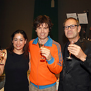 NLD/Tilburg/20061105 - Premiere Oebele, cast, Joris Lutz en partner Jet Sol, Rob de Nijs
