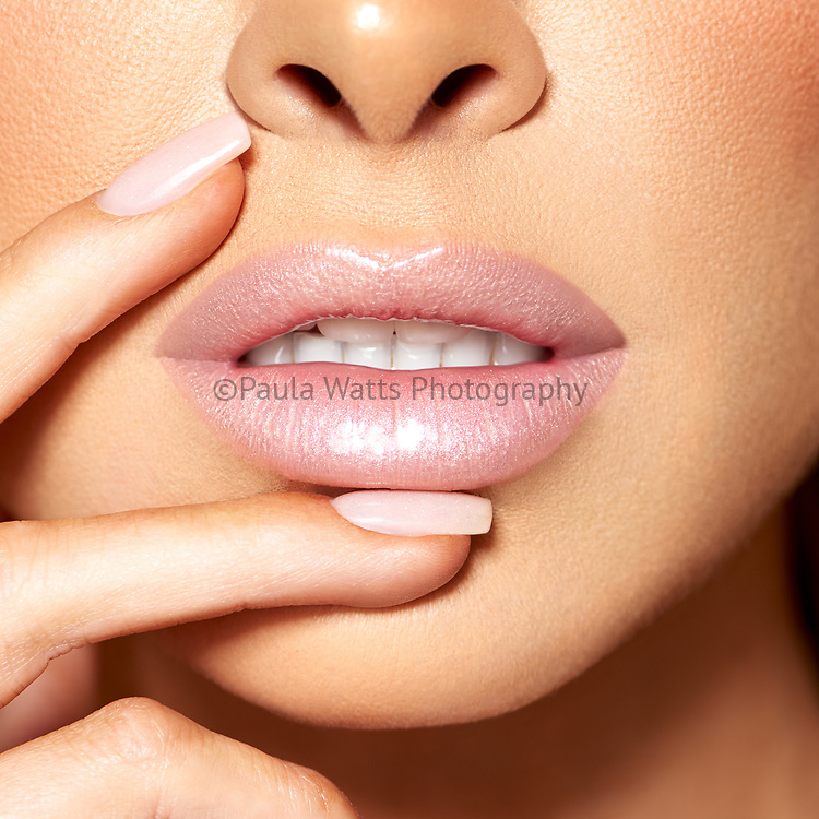 Beauty and advertising Photographer for makeup, product, hair, clean makeup, campaigns in San Diego California