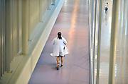 Nederland, Nijmegen,29-9-2011Een medewerker van het Radboud ziekenhuis,arts, verplaatst zicht door de gangen op een step.Foto: Flip Franssen