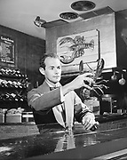 Y-590604-02.  Bart's Restaurant. Waiter and lobster. June 4, 1959