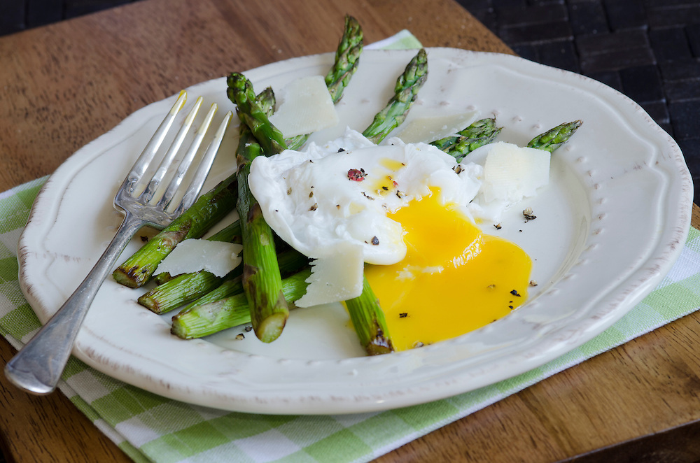 Griddled asparagus with poached egg and grated Parmesan