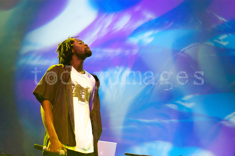 Edan with guest Dagha performing at the Electronica en abril festival  in Madrid 2007