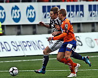 Fotball <br /> Tippeligaen<br /> 11.04.2010 <br /> Aalesund v Viking 3-1<br /> color line stadion<br /> <br /> Patrik ingelsen - viking<br /> Johan arneng - aalesund<br /> Foto:Richard brevik Digitalsport