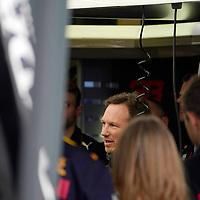 13.03.2020, Albert-Park, Melbourne, FORMULA 1 ROLEX AUSTRALIAN GRAND PRIX 2020<br /> , im Bild<br />Das Rennen in Melbourne ist abgesagt worden, Grund die Ausbreitung des Coronavirus (COVID-19)<br />Christian Horner (Red Bull Racing) spricht in der Box zu alles Teammitgliedern.<br /> <br /> Foto © nordphoto / Bratic