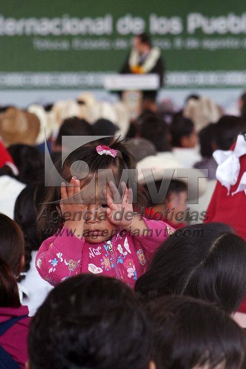 Toluca, México.- Eruviel Ávila Villegas, gobernador del Estado de México durante la ceremonia del Día Internacional de los Pueblos Indígenas en donde se dijo que  se implementaran programas de apoyo a etnias indígenas de la entidad. Agencia MVT / José Hernández