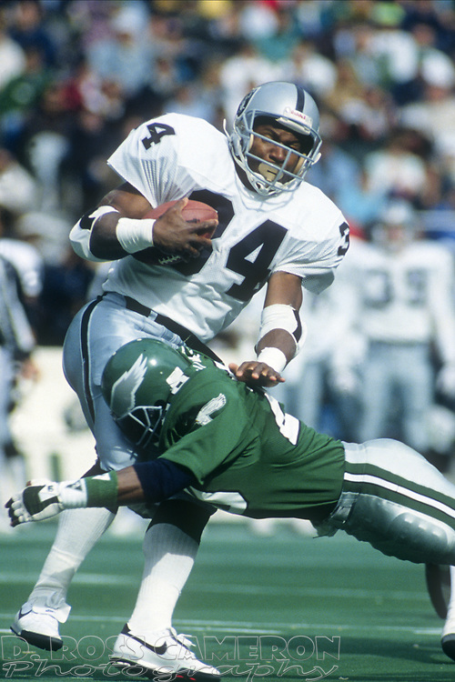 Philadelphia Eagles Andre Waters, right, puts a hit on Los Angeles Raiders running back Bo Jackson during an NFL football game, Sunday, Oct. 22, 1989 at Veterans Stadium in Philadelphia, Pa. The Eagles won, 10-7. (Photo by D. Ross Cameron)