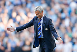 Manager Jose Mourinho of Chelsea urges his team forwards - Photo mandatory by-line: Rogan Thomson/JMP - 07966 386802 - 21/08/2014 - SPORT - FOOTBALL - Manchester, England - Etihad Stadium - Manchester City v Chelsea FC - Barclays Premier League.