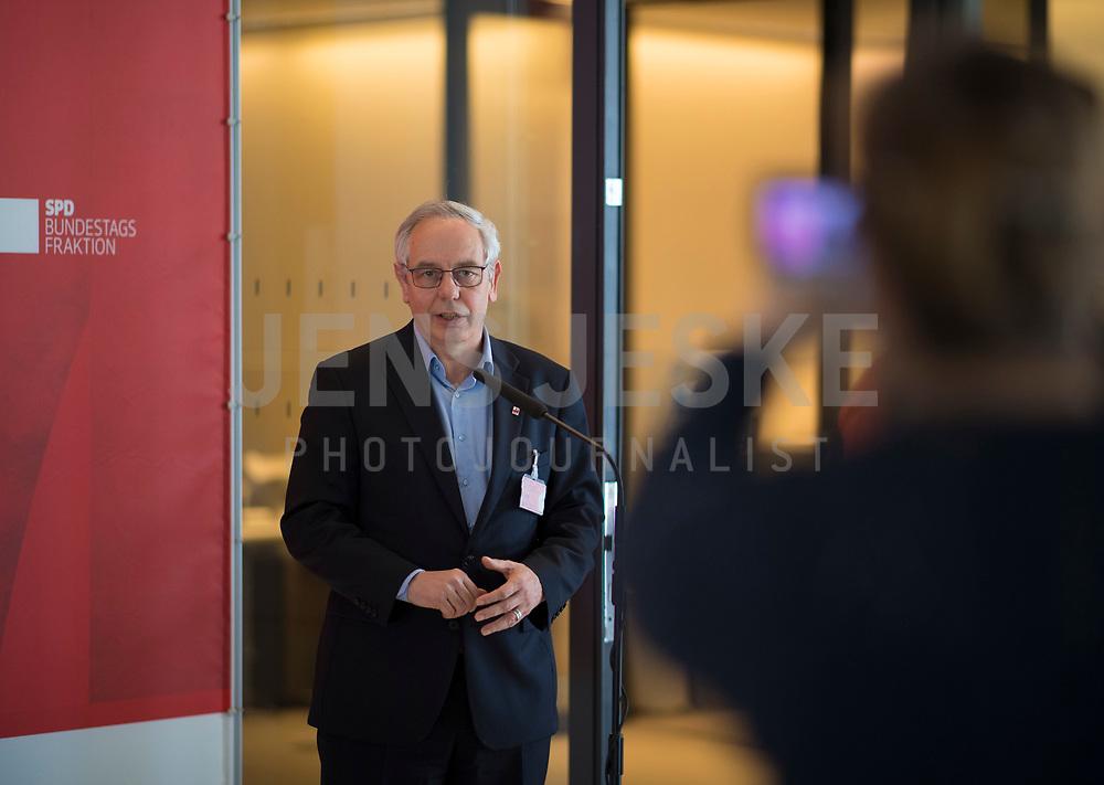 DEU, Deutschland, Germany, Berlin, 05.05.2020: Michael Vassiliadis, Chef der IG BCE, bei einem Pressestatement im Deutschen Bundestag.