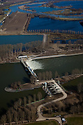 Nederland, Limburg, Gemeente Maasgouw, 07-03-2010; onder in beeld de Stuw van Linne, met waterkrachtcentrale naast de stuw. Op het tweede plan de Overlaat van Linne (l) met een oude Maasarm. Links de sluis van Osen (sluiscomplex Heel) die direct toegang geeft tot de Maas naar Roermond..Linne Spillway with hydroelectric plant (l) and Linne Spillway with an old branch of river Meuse. Top left:  Meuse locks ..luchtfoto (toeslag), aerial photo (additional fee required);.foto/photo Siebe Swart