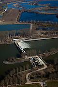 Nederland, Limburg, Gemeente Maasgouw, 07-03-2010; onder in beeld de Stuw van Linne, met waterkrachtcentrale naast de stuw. Op het tweede plan de Overlaat van Linne (l) met een oude Maasarm. Links de sluis van Osen (sluiscomplex Heel) die direct toegang geeft tot de Maas naar Roermond..Linne Spillway with hydroelectric plant (l) and Linne Spillway with an old branch of river Meuse. Top left:  Meuse locks ..luchtfoto (toeslag), aerial photo (additional fee required);.foto/photo Siebe Swart