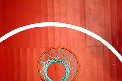 26-08-2005 BASKETBAL: NEDERLAND-BELGIE: GRONINGEN<br /> Nederland kan zich gaan opmaken voor een extra toernooi in Belgrado, waar de laatste strohalm moet worden gepakt ter handhaving in de A-groep. Dat is het gevolg van de 51-62 nederlaag / Basket item - Basket - lijnen<br /> ©2005-www.fotohoogendoorn.nl