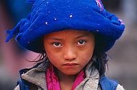 Nepal, Region de Gosaïnkund, Fillette d'ethnie Tamang // Nepal, Gosainkund area, girl from Tamang ethnic group.